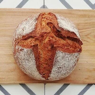 kovászolt kenyér a kemencéből
